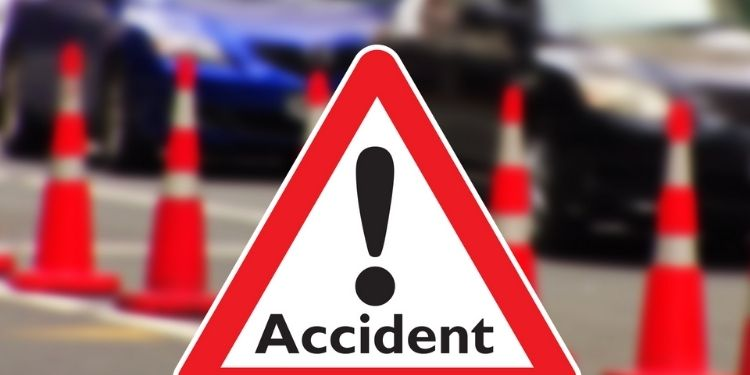 accident-in-pune-the-wife-died-on-the-spot-in-a-bizarre-accident-involving-a-couples-two-wheeler-on-theur-road