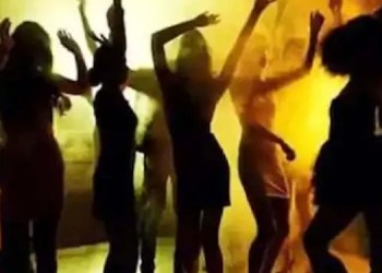 Pune Crime FIR lodged against 10 persons by Pune Rural Police for organizing dance party at Sanvi Resort near Sinhagad Fort during Corona period dr. Nikhil Bhakre of Bhakre Multi Specialty Hospital is absconding