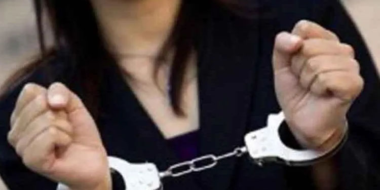 Pune Crime 2 gold biscuits seized from Pinky Pariyal Learn the case
