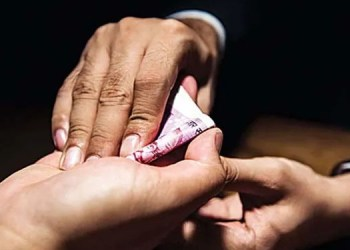 cbi anti corruption trap railway divisional engineer caught taking bribe rs 2 lakh and office superintendent also caught