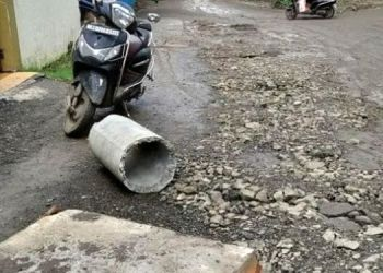 Pune Corporation | The lives of the citizens of 'Utkarsh' in Katraj area are in danger; First road then digging for drainage.