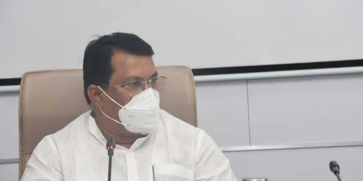 Maharashtra Lockdown   maharashtra lockdown will there be stricter restrictions state again minister vijay wadettiwar.