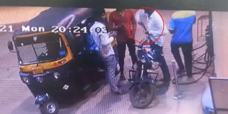 Pune Crime | The goon stopped the pistol after asking for an answer to hit the rickshaw; Incident at petrol pump at Kondhve Dhavade.