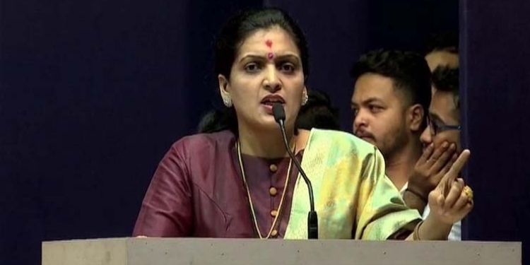 Pune mns mns leader rupali patil has said accused who raped sakinaka should be handed over us.