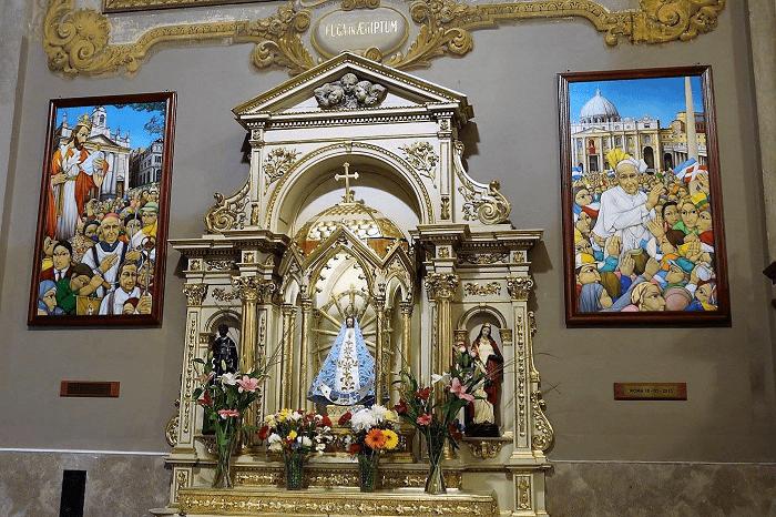 Altar virgen de lujan en san jose de flores