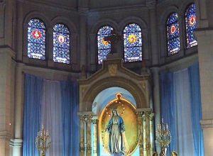 Medalla Milagrosa, la de más vitrales