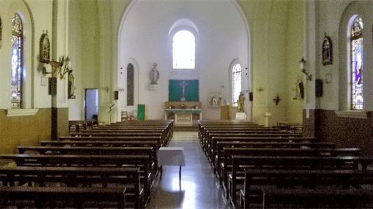 Parroquia Reina de los Apostoles nave y altar