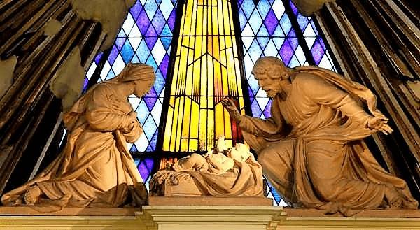 sagrada familia detalle altar.png