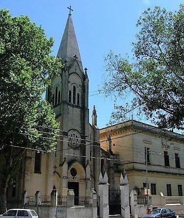La historia de Santa Clara de Asís y de la Iglesia San José en Villa Crespo comienza en el siglo XIX. Primero capilla de un colegio y luego parroquia.