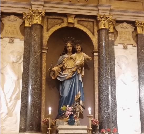Imágen de maria auxiliadora en la Iglesia Mater Misericordeiae