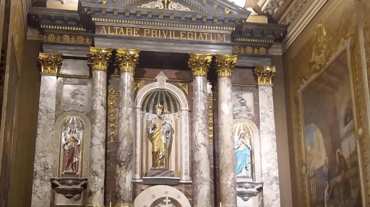 Altar privilegiado con la imagen de San Jose