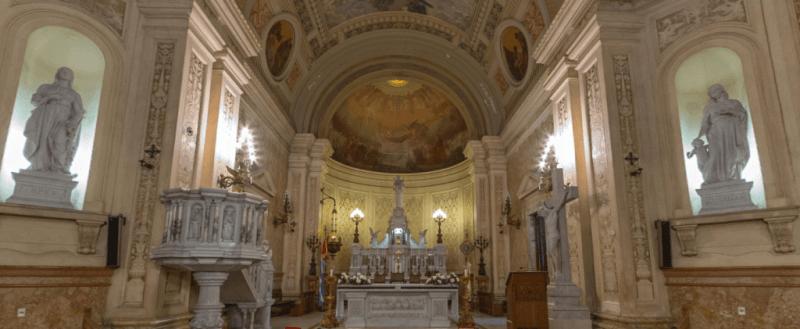 El Altar Mayor de la Basílica, dedicado a San Antonio de Padua, está realizado en mármol de Carrara