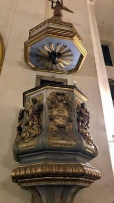 pulpito donado por Manuel Belgrano