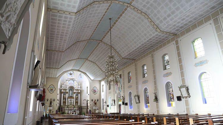 Vista de la nave única de la parroquia de la Colonia Santa María