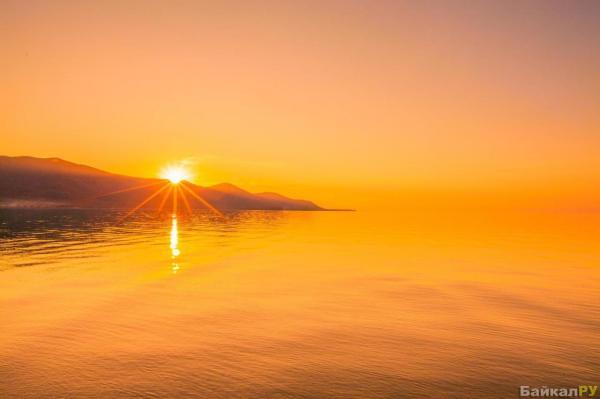 Восход солнца на Байкале (фото Олег Ловцов) — Байкал