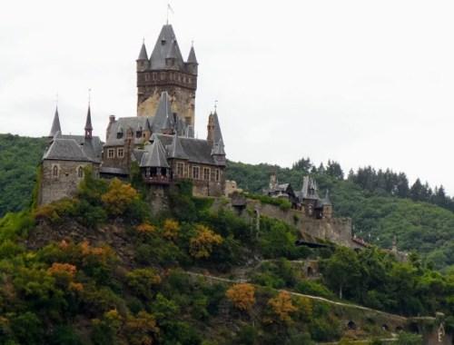 Reichsburg Cochem sits atop a rocky hilltop