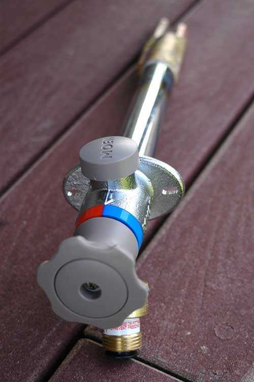 moen outdoor tap delivers hot and cold