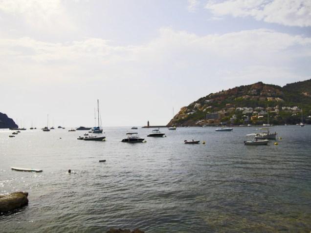 Mit dem Boot um die Insel