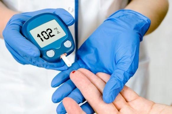 15 maneras fáciles de reducir los niveles de azúcar en la sangre naturalmente