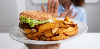 Algunos alimentos que deben evitarse para mantener un cutis limpio Some foods to avoid to maintain a clean complexion