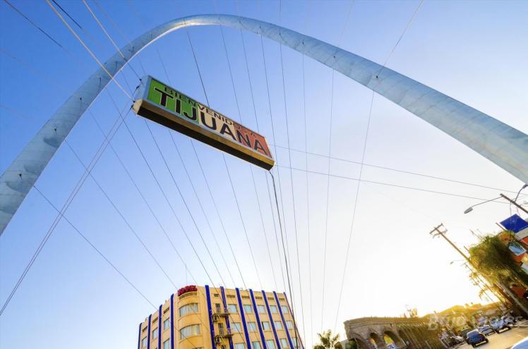 Arco del Milenio durante el Tour por Tijuana