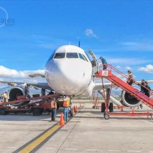 Avión en el Aeropuerto de La Paz, Baja California Sur