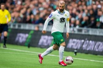 150425 Hammarbys Kennedy Bakircioglu med bollen under fotbollsmatchen i Allsvenskan mellan Hammarby och Åtvidaberg den 25 april 2015 i Stockholm. ©Andreas L Eriksson