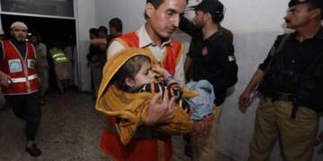 Deja 45 muertos y más de 200 heridos, tormenta en Pakistán 6