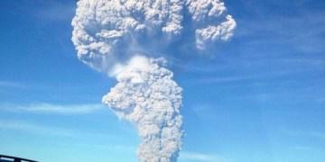 """Permanece """"alerta roja"""" en Chile por volcán Calbuco 10"""