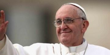 """""""¡Cuánto quisiera que fieles se arrodillaran ante los pobres!"""": Papa 5"""