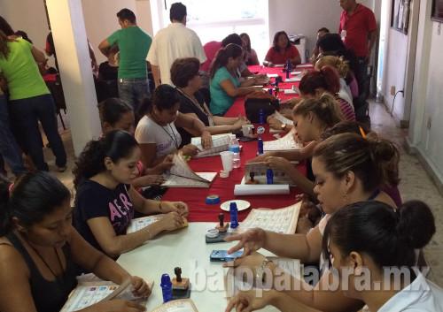 Asi fue la llegada de la papeleria del ine electoral a acapulco guerrero 2015 - basave 1