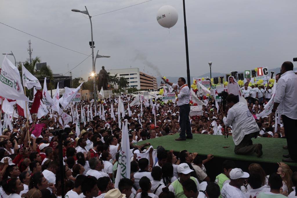 Cierra Astudillo con 7 mil en zócalo de Acapulco; esperaban 15 mil, dicen