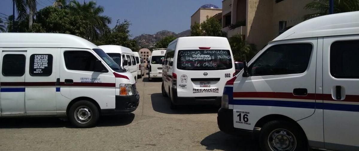 Protestan transportistas en oficinas de PROTUR en Acapulco y Chilpancingo