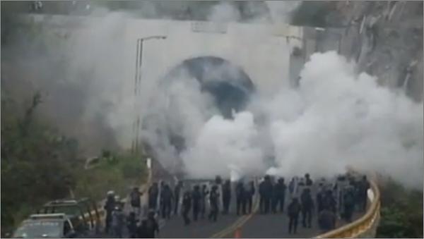 Acorralan antimotines a normalistas en túnel de la Chilpancingo-Tixtla