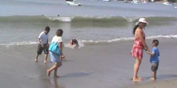 Playa Principal de Zihuatanejo vuelve a ser segura para uso recreativo 3