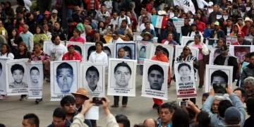 """Protesta por los 43 no va a """"enardecerse"""": Vidulfo Rosales 6"""