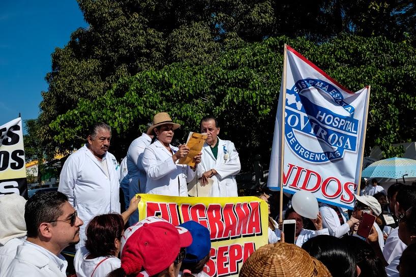 Más de mil 200 marchan por la dignidad de los servicios de salud en Tabasco 1