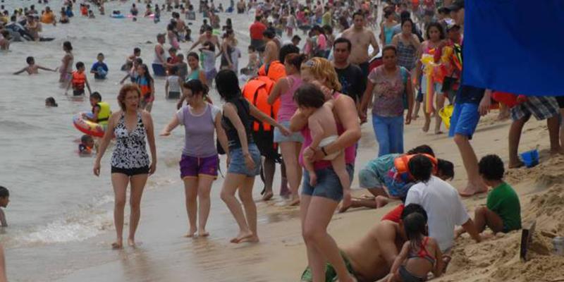 Se llena Acapulco y la sensación de fiesta invade playas y comercios