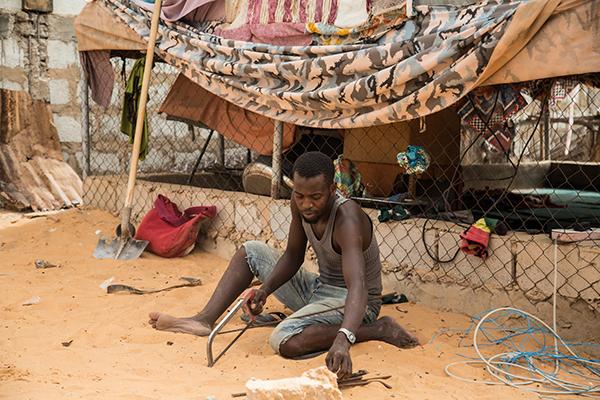 60328013. Nouakchott, Mauritania, 28 Mar. 2016 (Notimex-Luca Pistone).- En Mauritania hay una antigua y controvertida tradición que establece que la privación de libertad se transmite por vía matriarcal. De esta manera, los niños nacidos como resultado de violaciones perpetradas por la etnia dominante son propiedad del amo violador. Único país en el mundo que no tenía una legislación adecuada contra la esclavitud. Ahora que la tiene, resulta que a menudo las leyes no bastan para eliminar tales prácticas anacrónicas. NOTIMEX/FOTO/LUCA PISTONE/COR/HUM/