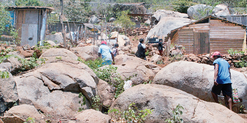 Siete mil familias viven en zonas de alto riesgo en Acapulco, calculan