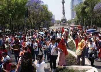 Frenan policías a marcha de maestros en CDMX 1