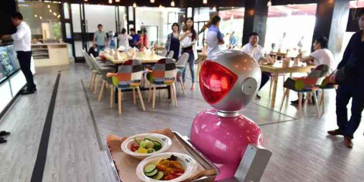 Taste and Aroma, el restaurante con meseros robots 1
