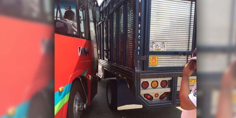 Chofer de camioneta provocó accidente: Acabús