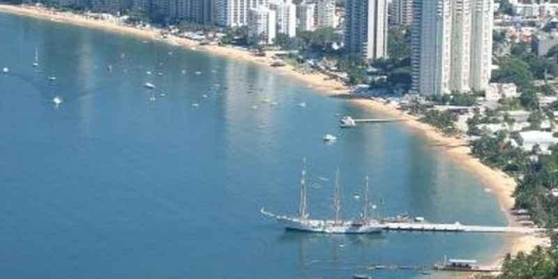 Asesinan a tres hombres en zona de playa de Acapulco