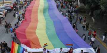 Piden crear censo de comunidad lésbico-gay en situación de calle 9
