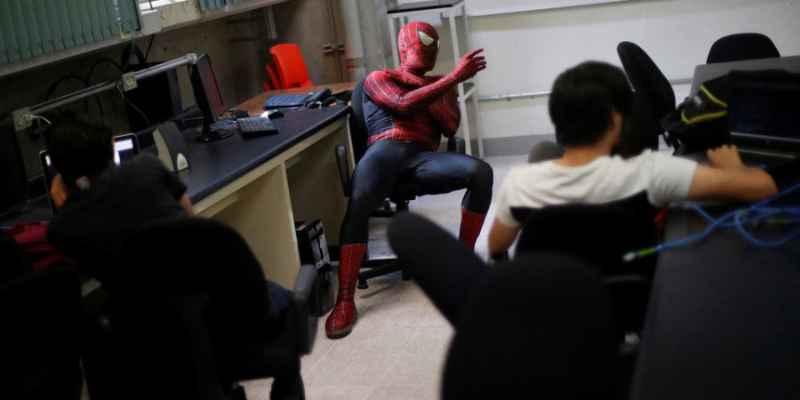 Conoce a 'Spidermoy' el profesor de ciencia de la UNAM