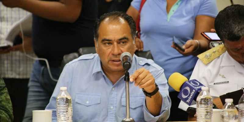 Ningún maestro cesado en Guerrero, responde Astudillo a la SEP