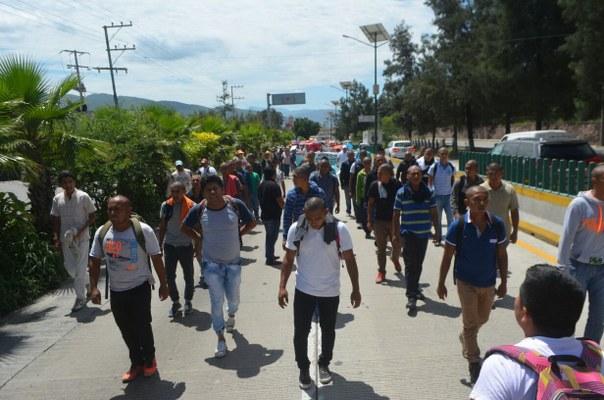 Nueva generación de Ayotzinapa encabeza bloqueo de CETEG en Guerrero