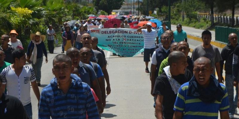 Marchan CETEG y Ayotzinapa en Chilpancingo contra reforma