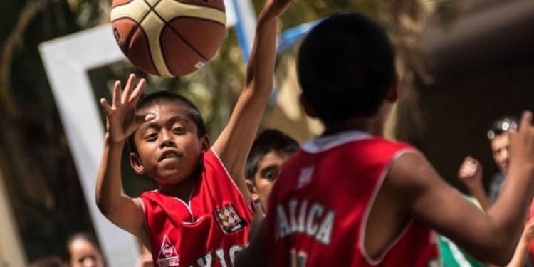 Cobran cuota escolar doble a niños triqui de Oaxaca 1